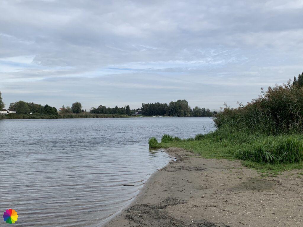 Small beach along the Waal at Heerjansdam