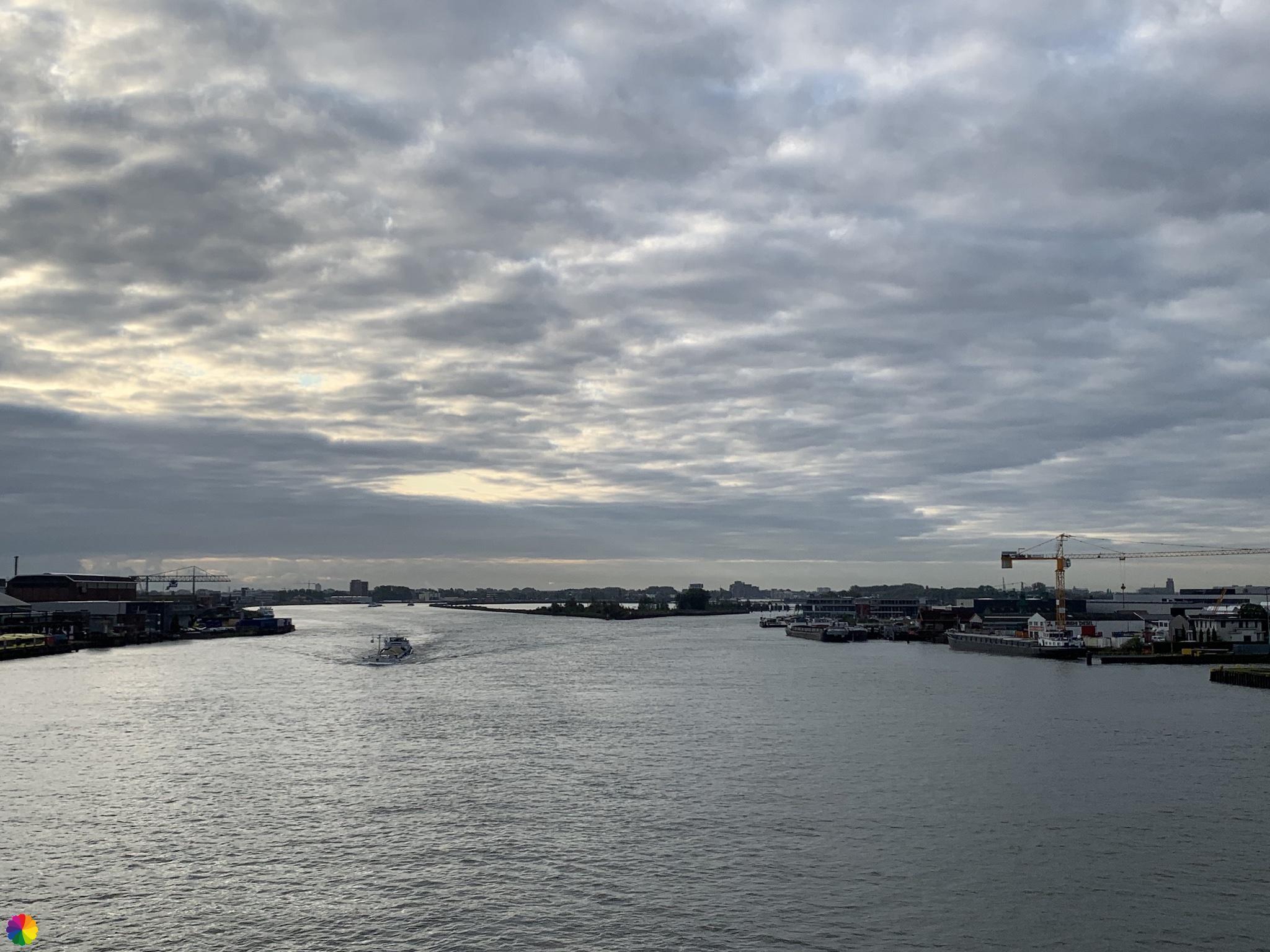 Uitzicht vanaf de brug bij Alblasserdam