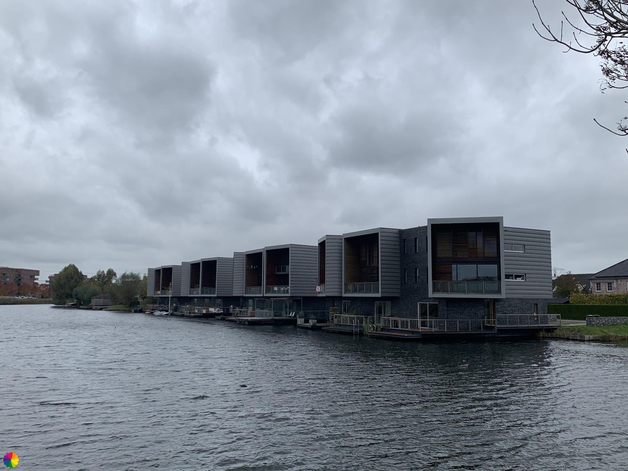 Huizen aan het water in Nesselande