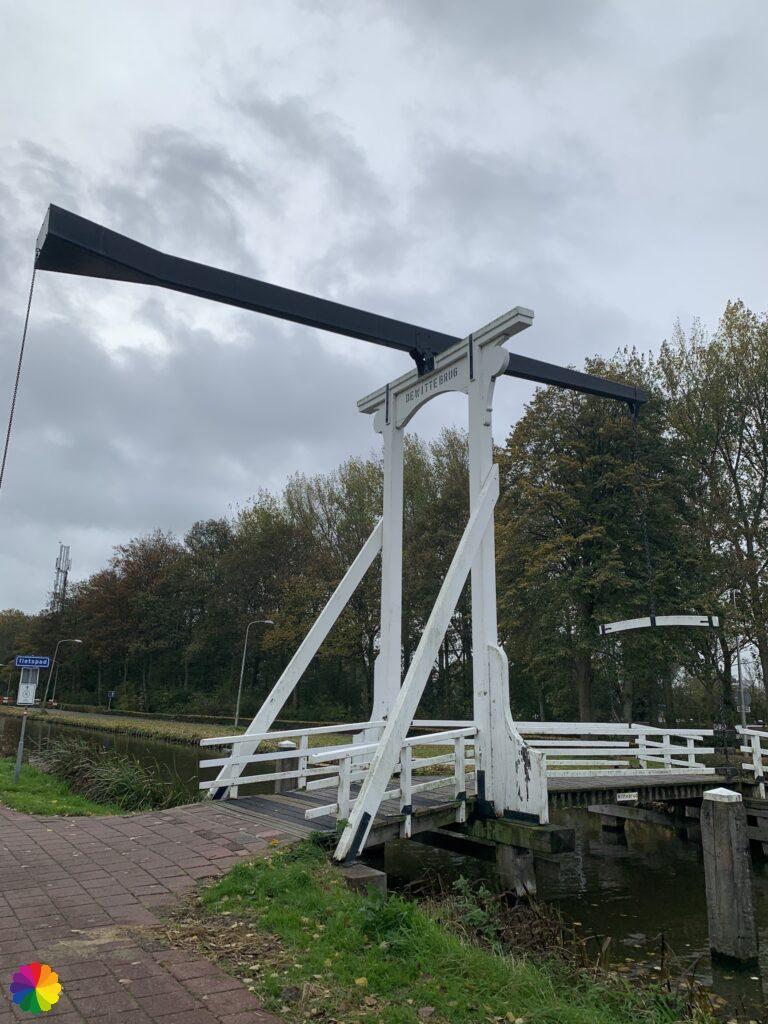 White bridge at Nieuwerkerk aan den IJssel