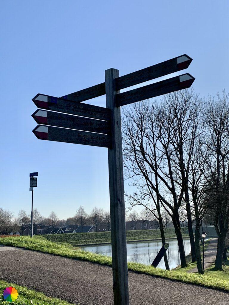 Multiple long distance trails at Nieuwpoort