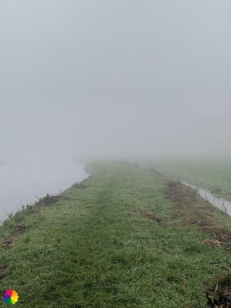 Nat graspad net buiten Nieuwpoort