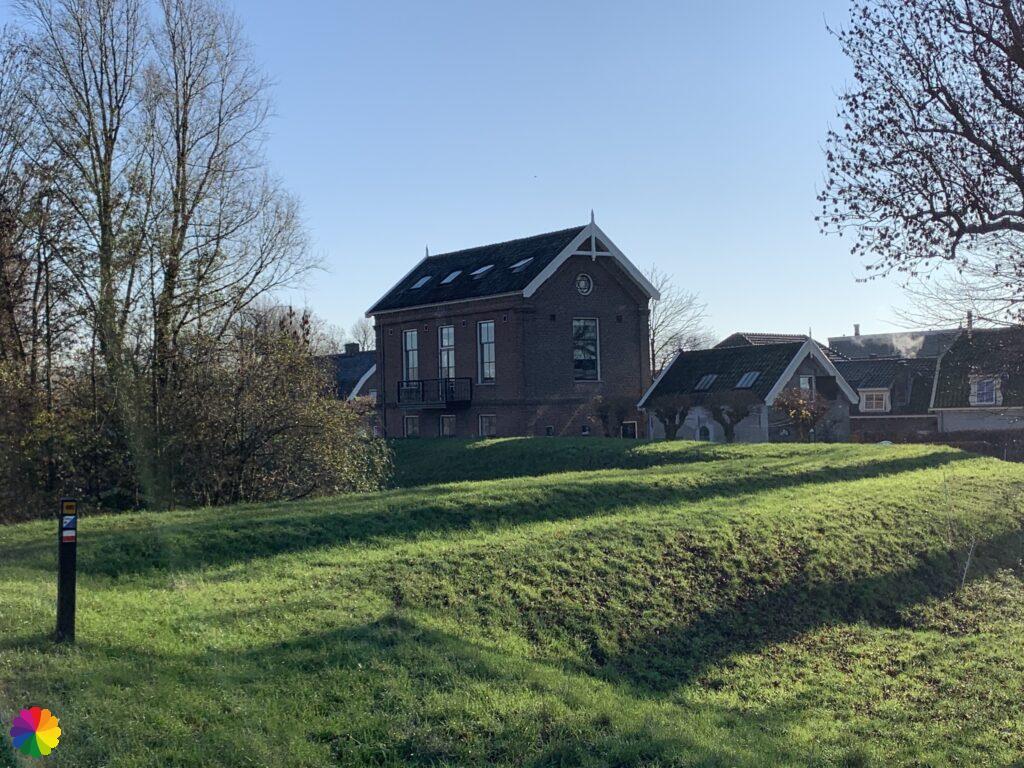 Walking along the ramparts around Nieuwpoort